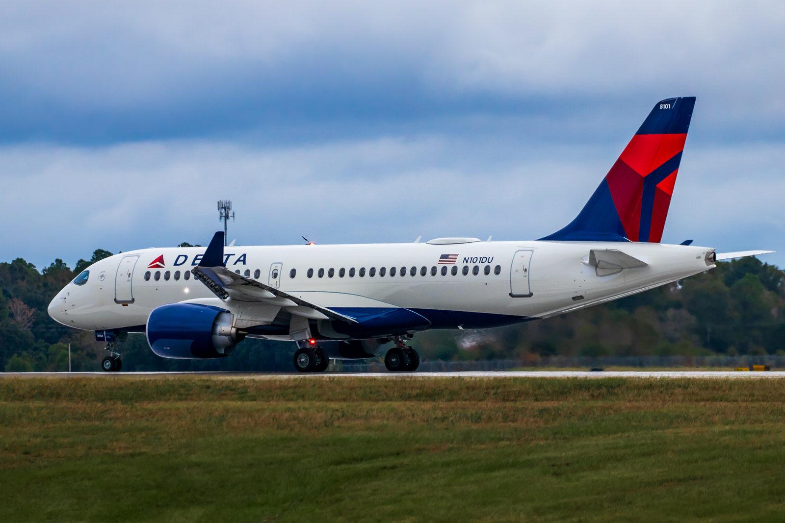 Delta A220 at MOB